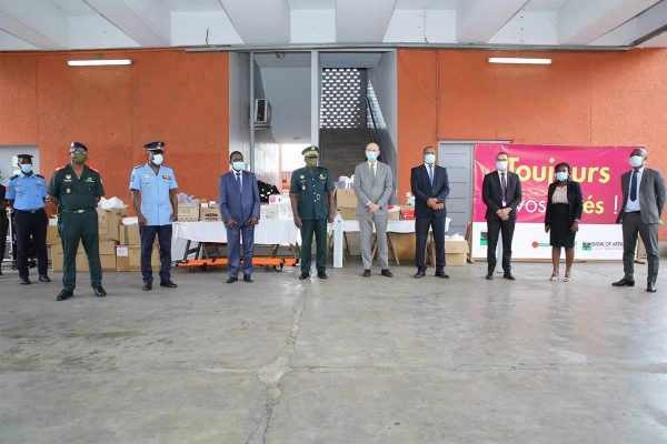 Remise de dons au GSPM photo 4-box